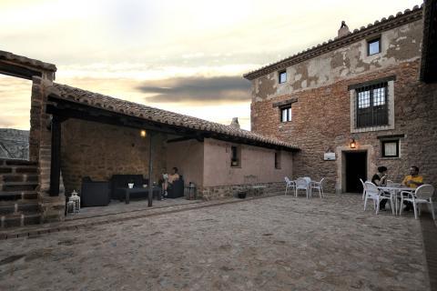 Casas rurales en teruel la casa grande de albarrac n for Registro de la propiedad lugo