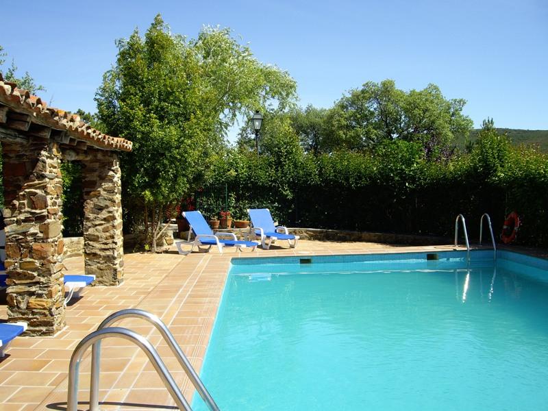 Casas rurales en c ceres el jiniebro for Casas rurales en caceres con piscina